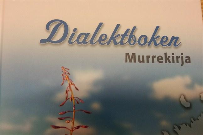 Dialektens vänner i Karleby gav för många år sedan ut en dialektbok och dialektens dag är ett stående inslag när svenska veckan ordnas i staden.