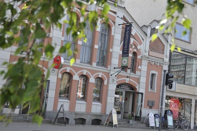 Saluhallen såldes till fastighetsbolaget VVT för tre år sedan.