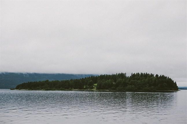 Det är hemskt att höra ungdomarna berätta om hur säkra de kände sig på Utøya när nyheterna om bombdådet inne i Oslo nådde dem, skriver Johanna Ulrika Söderholm.