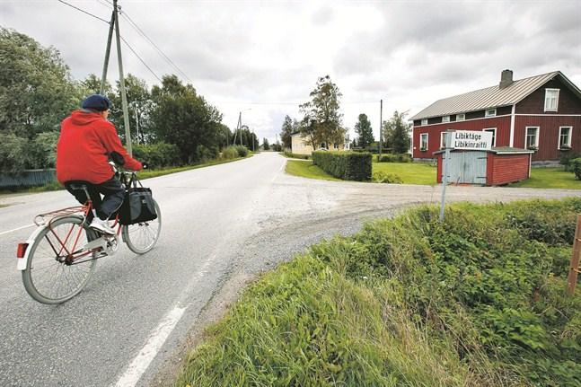 Vägplanen för Flygfältsvägens cykelled har varit klar i flera år redan. Det är bara de statliga pengarna som fattas.
