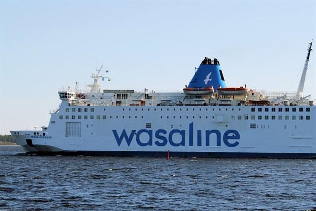 Wasaline transporterar ingen frakt från och med måndag. Passagerare, personbilar och bussar tas emot men inga lastbilar, långtradare eller motsvarande.
