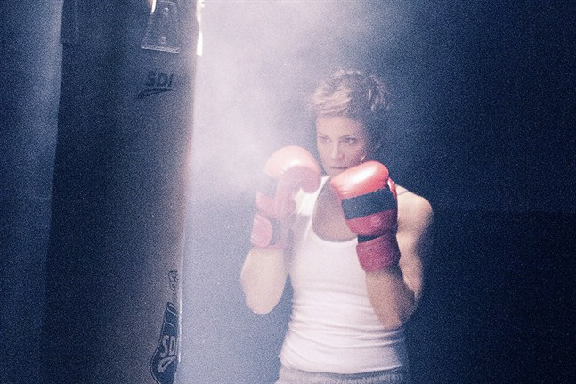 Carolina Storrank gör en fenomenal insats i huvudrollen som boxaren Ziggy.