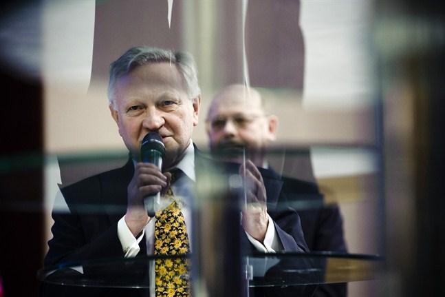 Roger Broo i Åbo har fått personifiera Åbo i den heta Novia-Arcada-debatten, men vilken regions intressen driver han? Svaret ska förmodligen sökas i var och ens egen identitetsuppfattning.
