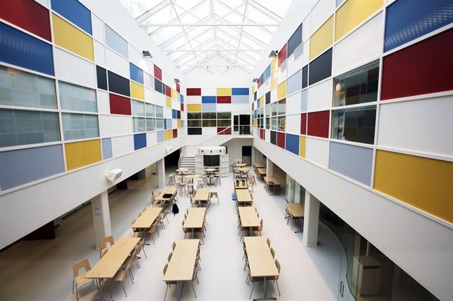 Borgaregatans skola i Vasa. Bilden är tagen i skolans matsal.