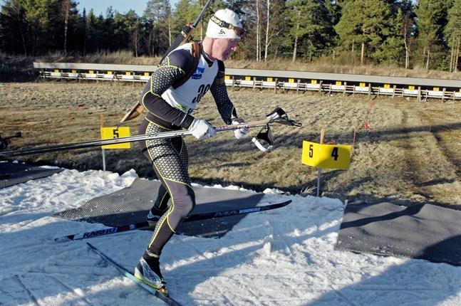 Tommy Haglund knep en av Larsmo IF:s medaljer i lördags. Men då handlade det om rullskidor och inte skidor.
