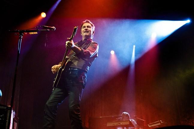 Tomas Ledin har besökt Österbotten ett antal gånger redan. Här har han konsert i Vasa ishall 2010.