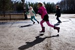 I Norrby skola stannar många barn kvar efter skoldagens slut på onsdagar. Föreningen Wau vill aktivera barn i vardagen.