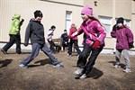 Föreningen Wau vill aktivera barn fysiskt. Full fart på Kyrkostrands skolgård.