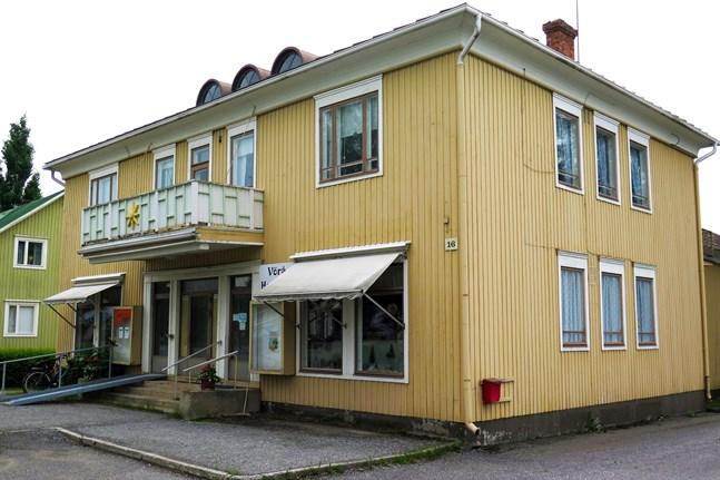 Astragården i Vörå borde målas eller rivas.