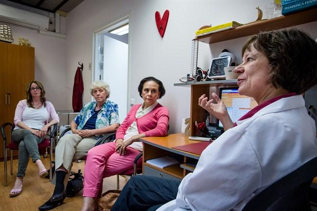 Lena Edlund, Maj-Britt Jåfs ochGun-Maria Biskop är oroliga över att de inte ska få det omstridda läkemedlet Thyroid i fortsättningen. Leena Furubacka har fått en varning för att hon ordinerar medicinen.