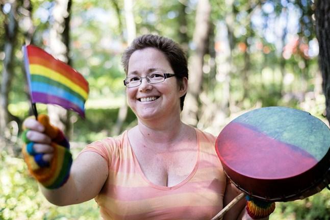 Fördomar bygger på okunskap, säger Monica Pensar som också är på väg till Jeppis Pride.