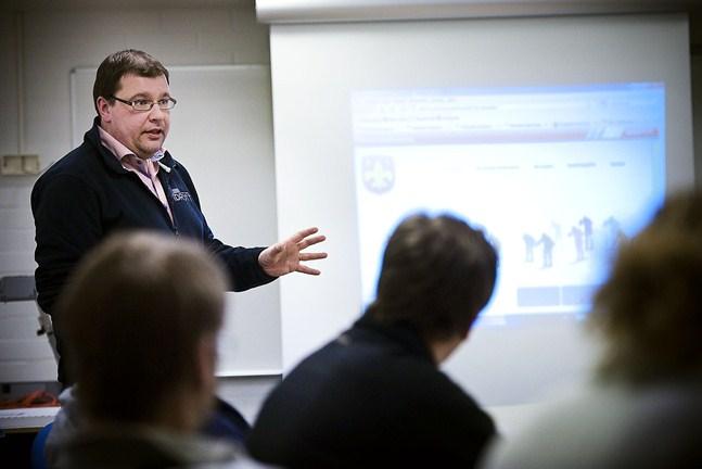 Michael Oksanen vid idrottsgården i Jakobstad.