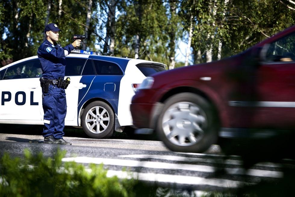 Polisen intensivövervakar trafiken kring skolor den här veckan i samband  med skolstarten. Foto  Arkiv Arash Matin 463e3a9e363a0
