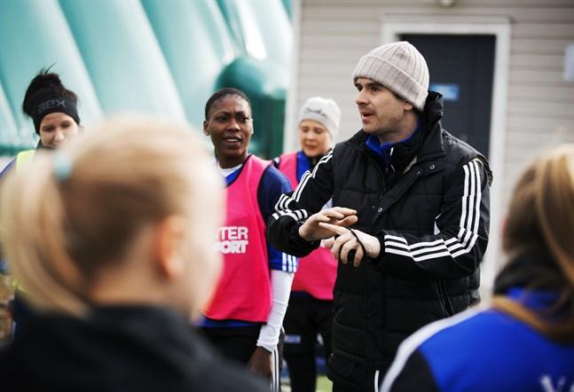 Engelsmannen Kris Huckstepp har tre år i Vasa IFK bakom sig när han nu tar sig an nya tränaruppdrag i Jakobstad.
