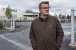 Stadsplanearkitekt Pekka Elomaa skulle gärna flytta parkeringsplatserna i området under jord.