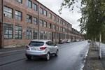 Tegelfasaden mot Fabriksgatan är en väsentlig del av stadsbilden i Jakobstad. Kan den bevaras i gjuteriområdets nya liv?