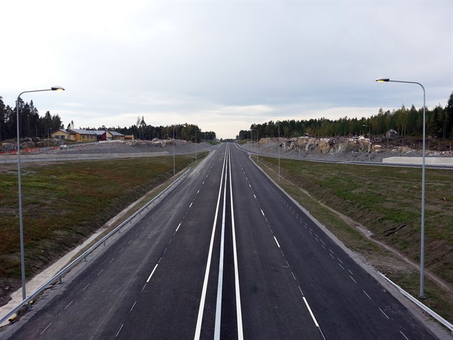 Så här såg det ut när Smedsby omfartsväg höll på att bli klar för några år sedan. Ifall omkörningsfilerna förverkligas som fyrfiliga kan riksåttan få totalt fyra sådana här nya sträckor.