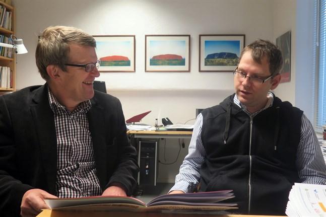 Kjell Herberts och Magnus Enlund från Centret för Svenskfinland vid migrationsinstitutet ordnar på lördagen den 11 oktober ett seminarium om finlandsvensk emigration till Sverige.
