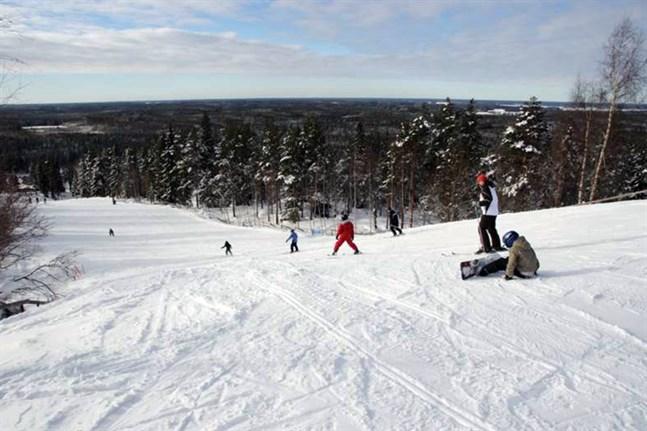 Simpsiö, Vörå och Lakis är några som kämpar för att kunna hålla backarna öppna i vinter.