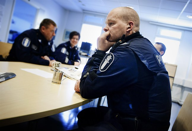 Överkonstapel Jukka Kero fick ta emot militärens förtjänstmedalj i samband med försvarsmaktens fanfest.