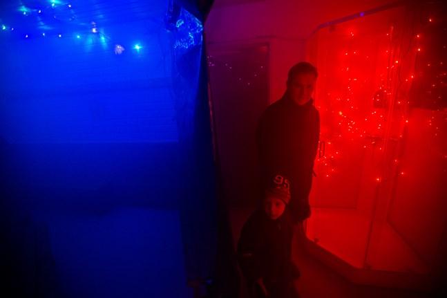 I rökdykningsrummet fick besökarna lära sig hur det ser ut i ett rökfullt rum.