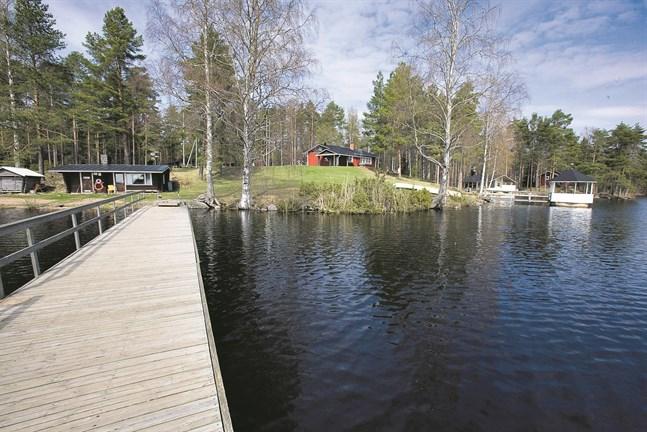 Kommunens fritidstomter vid Seljes har visat sig vara rätt svårsålda, men nu har den första köparen gett anbud.