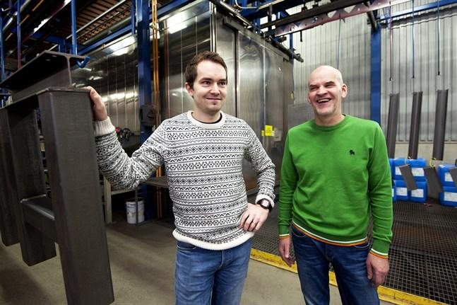Tommy och Mikael Löfs, far och son är glada över utmärkelsen.