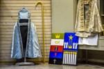 Biskopens kåpa och mitra till vänster. Till höger Linda Andtbackas förslag till altartavla.