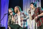 """Filip Vikström, Joel Forsbacka och Filip Rosengren gav smakprov på två sånger från den kommande musikalen """"Natten är ännu ung"""""""
