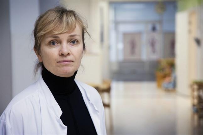 Biträdande barnöverläkare Maria Backström på Vasa centralsjukhus.