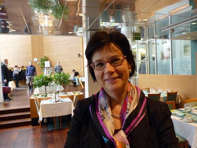 Anita Lehikoinen på Undervisnings- och kulturministeriet ger kulturfolket besked, hon räknar till exempel med att nya stöd kommer under hösten.