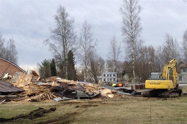 Bara bråte återstår av Betelkyrkan efter en timmes rivning.