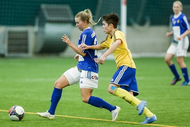 Ina Järvinen har varit på plan varje minut i VIFK:s matcher de två senaste säsongerna. Den sviten bröts i söndags när hon skadade vristen.
