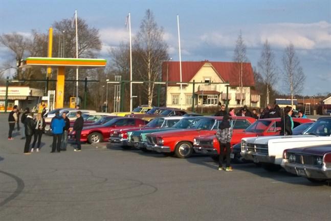 Intresset för veteranbilar, och i synnerhet amerikanska sådana, är stort i Närpes vilket höjer medelåldern på bilparken.