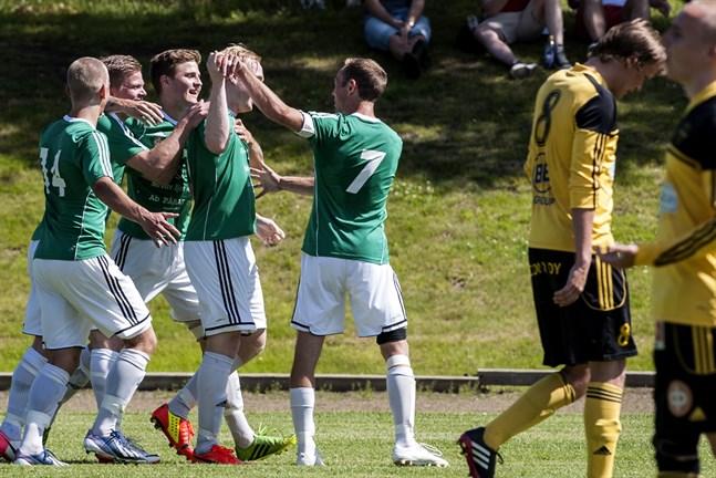 Grönvita HBK lirar fotboll i division 4 sommaren 2020.