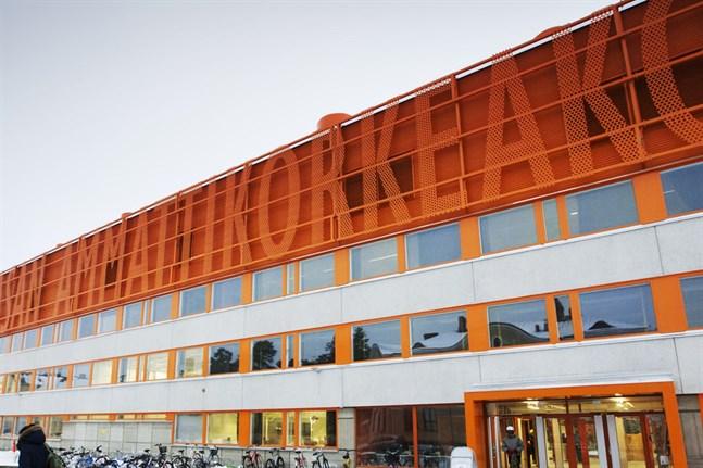 Kameran hittades på Vasa yrkeshögskolas campus på Brändö.