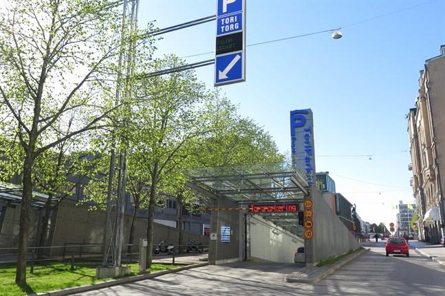 I etapp två kommer den norra in- och utfarten (på bilden) vara stängd. Just nu är den södra in- och utfarten, vid Handelsesplanden, stängd i några veckor.