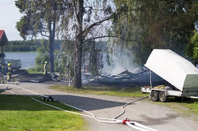 Branden fick sin början av en gräsklippare.