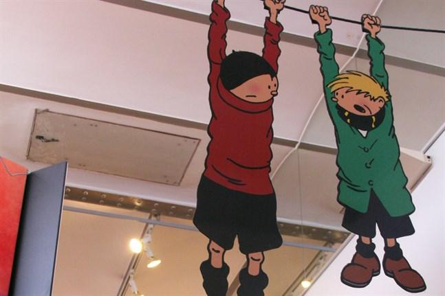 Rackarungarna Smecken och Sulan hänger i taket på Hergé-avdelningen.