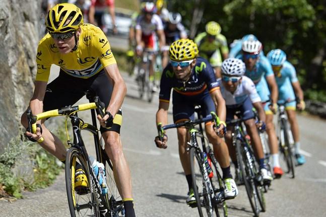 Christian Froome cyklade i den gula ledartröjan i lördagens etapp i Tour de France. Han är likadant klädd när Touren avslutas på söndag, men hans försprång har krympt.