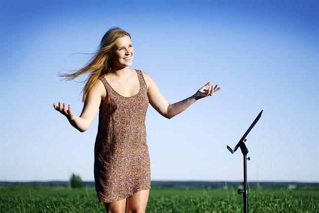 Sarah Nedergård har en bakgrund inom musikteatern.
