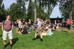 Folksamling på Sandö.