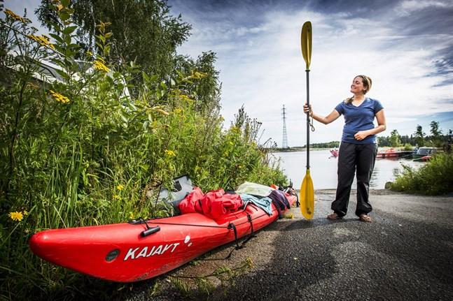 Kajaken eller kanoten är perfekt för dig som vill komma nära holmar och vikar. På bild Lina Hallebratt.