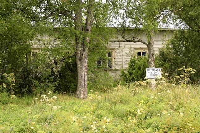 Det gjordes fler fastighetsaffärer på landsbygden i fjol, men till sjunkande priser.