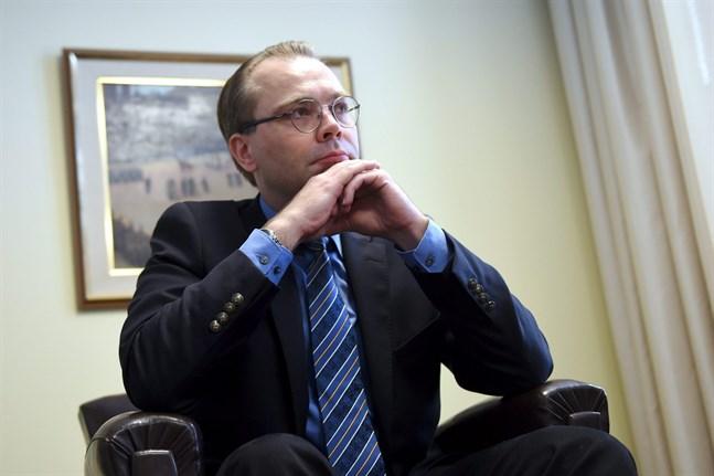 Försvarsminister Jussi Niinistö.