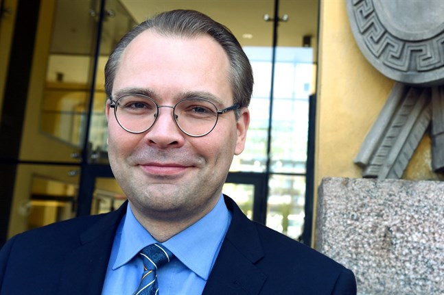Försvarsminister Jussi Niinistö (Saml) anser att Finland har ett trovärdigt självständigt försvar.