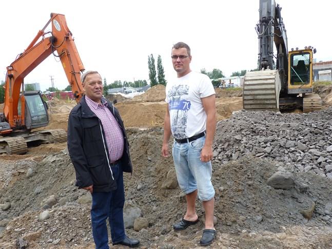 Roger och Robert Frostdahl från R&R Frostdahl. Bolaget är ett steg närmare att beviljas marktäkt på mark de nyligen förvärvat i Bennässkogen.