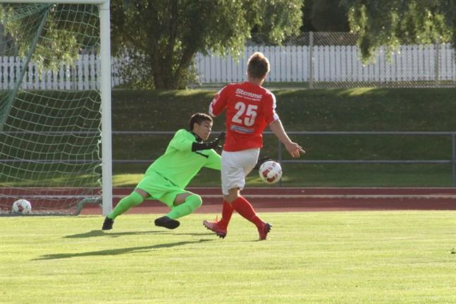 Julian Tarvoll gjorde två mål i Karleby. Bilden är från matchen mot Norrvalla.