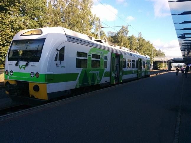 Rälsbussarna ser ut som minitåg med bara en vagn.