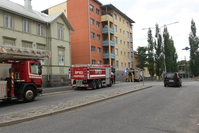Branden uppstod i källaren på flervåningshuset.
